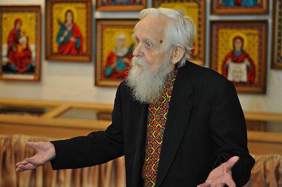 о. Дмитро Блажейовський у своєму музеї