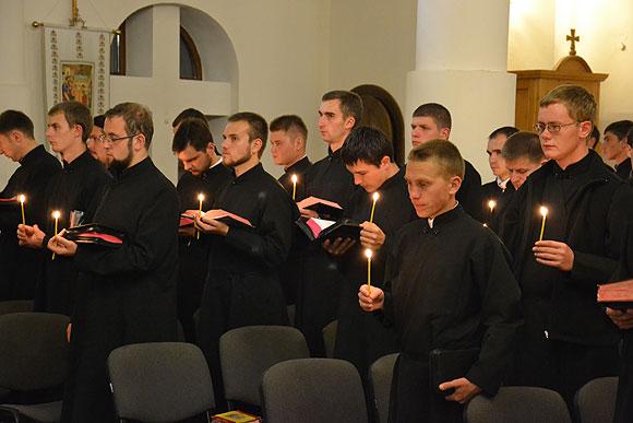 Під час молитви у семінарії