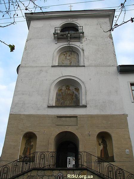 Унікальна дзвіниця при монастирі св.Онуфрія. Вигляд з вулиці