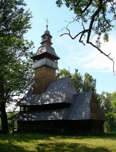 Типова для Закарпаття лемківська церква