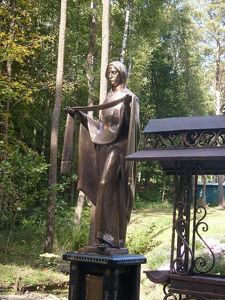 Скульптура Богородиці у Заглині
