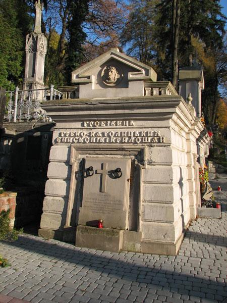 Крилошанський гробівець на Личаківському кладовищі