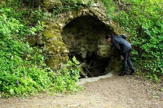 """Чи не біля самих валів знаходиться вертикальна печера """"Перлина"""". Але спускатися до неї можуть лише навчені спелеологи"""
