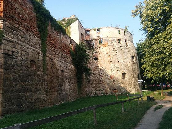 Бережанський замок, залишки круглої вежі