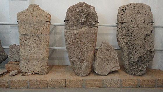 Людиноподібні стели епохи міді-бронзи