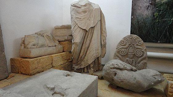 Залишки скульптур античних богів