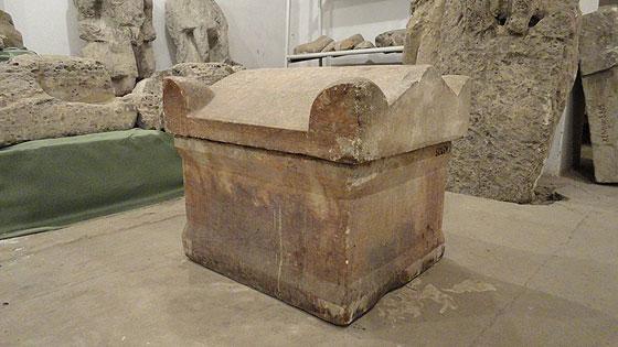Під зображенням бога Асклепія було поховано давньогрецького лікаря