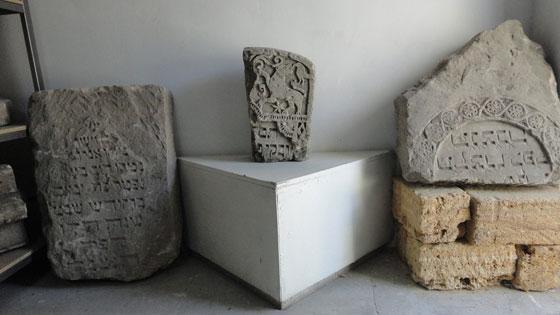 Юдейські надгробки