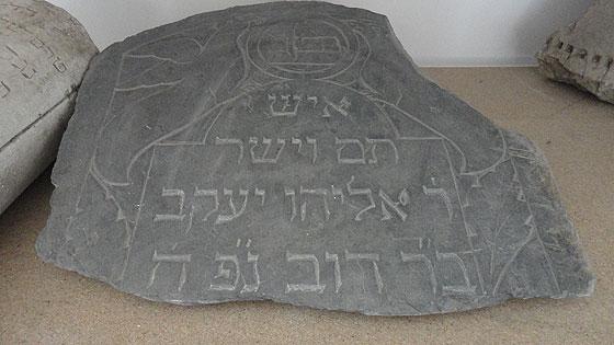 Надгробок Еліяху Якова бар Дова
