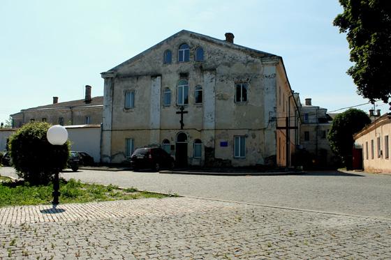 Монастир-тюрма-училище-хостел