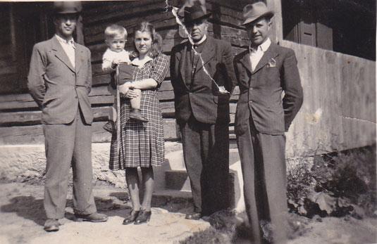 о. В. Балтович в колі сімї