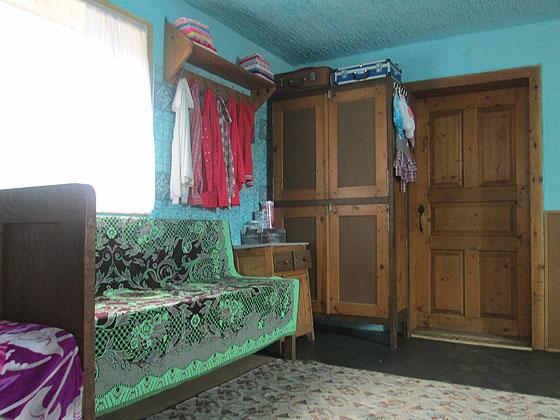 Типовий інтер'єр кімнати у хаті «віруючих» або ж «кашкетників»