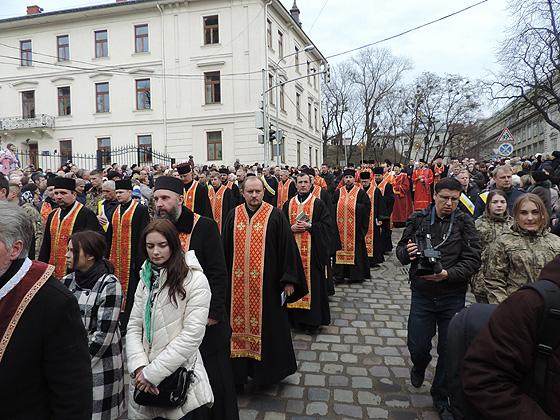 Хресна хода центром Львова