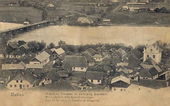 Краєвид Галича із караїмською кенасою справа