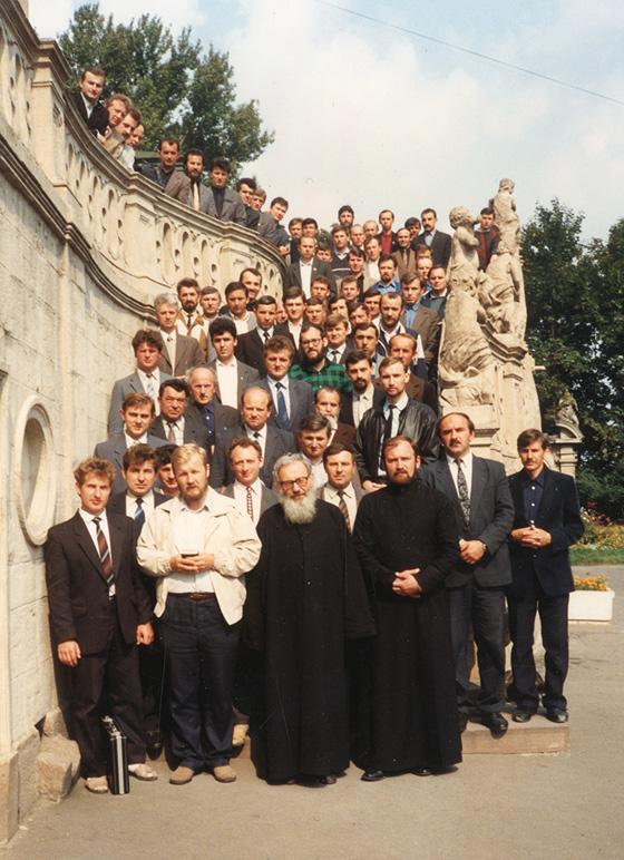 06. Отець Любомир Гузар у Львові коло собору св. Юра, 1991 рік