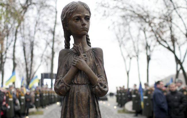 Пам'ятник жертвам Голодоморів у Києві