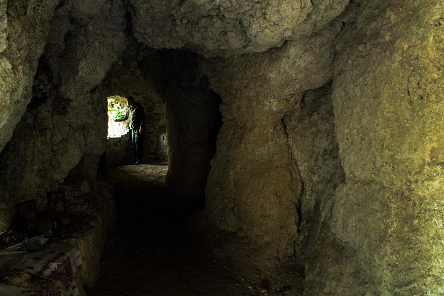 Монастирська печера досить маленька