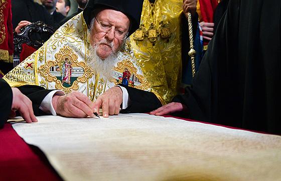 Патріарх Варфоломій підписує Томос для України