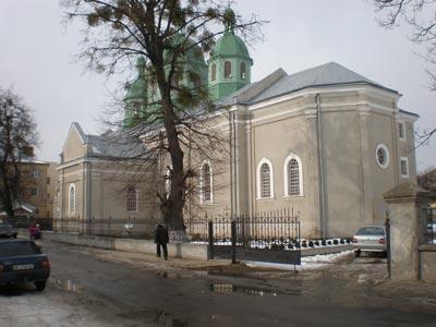 Костел Воздвиження Чесного Животворящого Хреста, вул. Стуса 9.