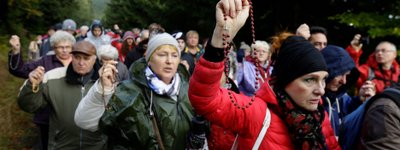 Polish Catholics come together at the country's borders, praying to 'save Poland'