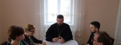 UOC-KP hierarch tells journalists why parishes leave the UOC-MP