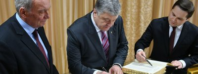 President joined the initiative and wrote down the lines in the handwritten Bible the creation of which has already been joined by thousands of Ukrainians