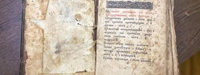 Primate of the UOC-MP hands over an old printed book published in the Pochaev Lavra to the museum