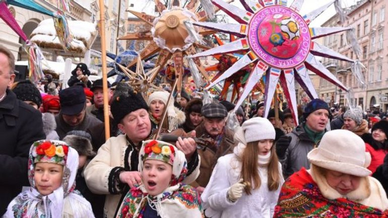 Celebrating Christmas on December 25 is supported by 25% of Ukrainians - фото 1