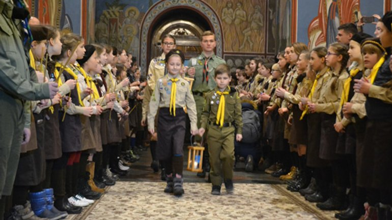 The Christmas mission of the youngest: how Ukrainian scouts bring Peace Light to soldiers on the front-line - фото 1