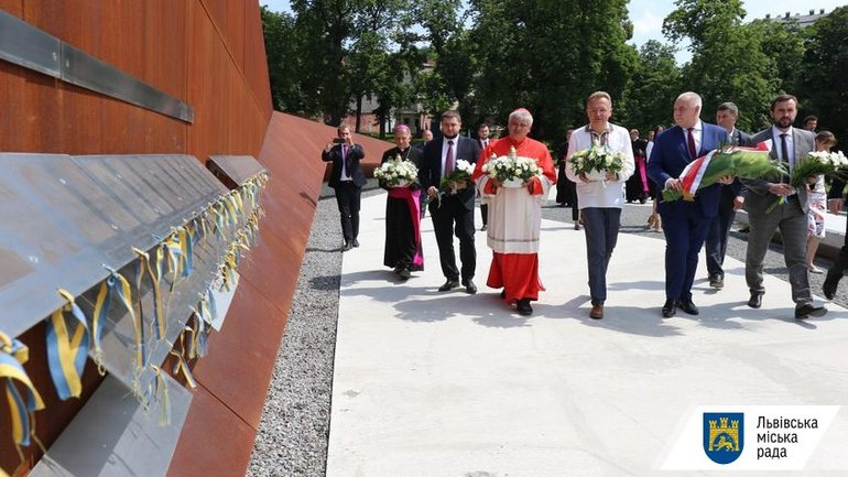 Vatican's cardinal paid tribute to the Heroes of the Heavenly Hundred in Lviv and laid the first stone of a Shelter for Single Women - фото 1