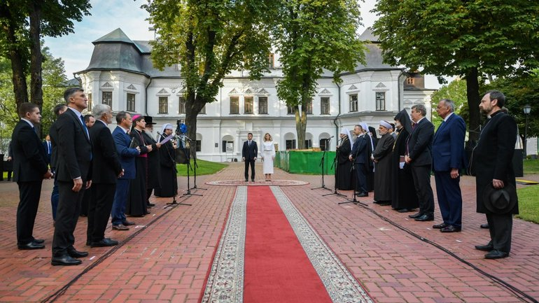 On Independence Day, the President took part in a prayer service for peace in Ukraine - фото 1