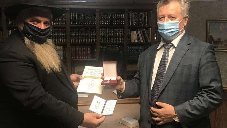 Rabbi Moshe Reuven Asman awarded a 'medical' medal - фото 1