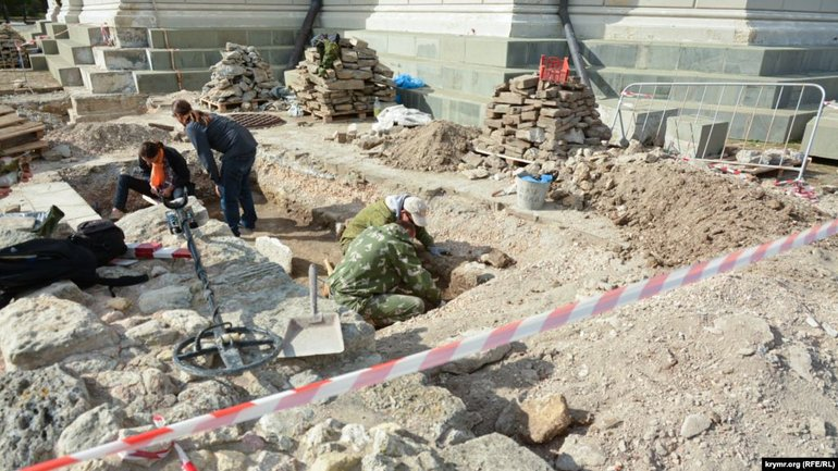 Illegal archaeological excavations carried out near St. Volodymyr's Cathedral in Chersonesos - фото 1