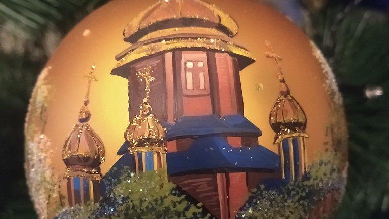 Собор Погінської Богородиці на скляній ялинковій кульці - фото 1