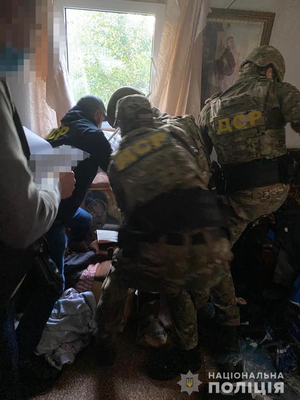 Поліцейські Львівщини затримали священнослужителя за торгівлю зброєю - фото 53103