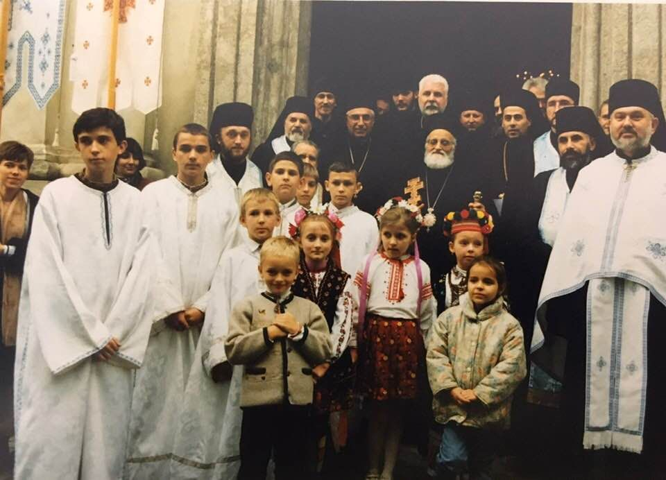 Біля храму Архистратига Михаїла, Львів, 90-ті