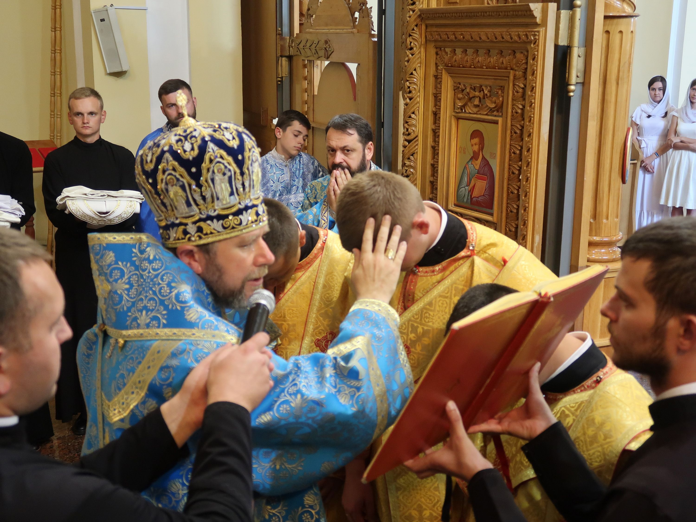 Владика Ніл під час Богослужіння - фото 57979