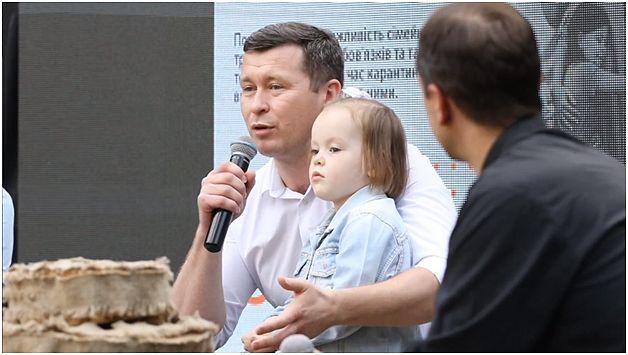 """Андрій Киданюк, батько чотирьох діток, науковець та підприємець. Інтелектуальний майданчик """"Чи виносити сміття з хати?"""""""