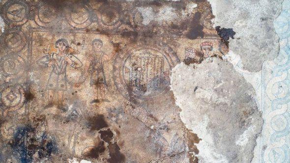 Під руїнами церкви виявили цінну мозаїку - фото 59111