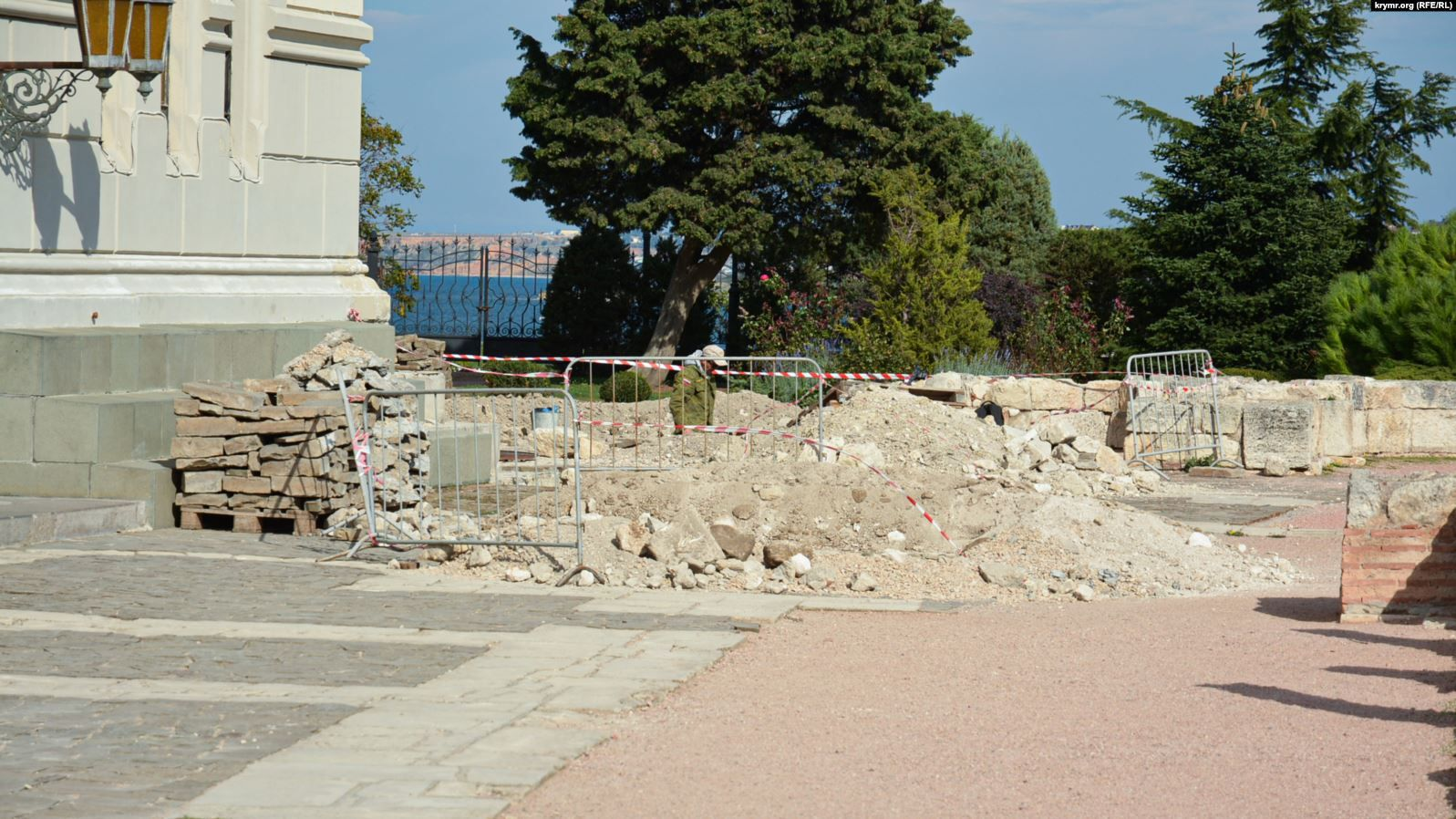Illegal archaeological excavations carried out near St. Volodymyr's Cathedral in Chersonesos - фото 60443