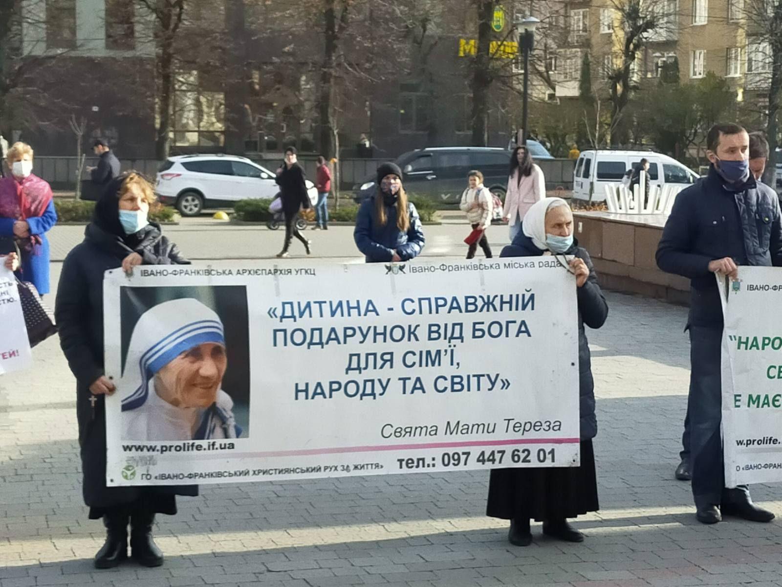 В Івано-Франківську провели молитовну акцію до століття легалізації абортів - фото 61954