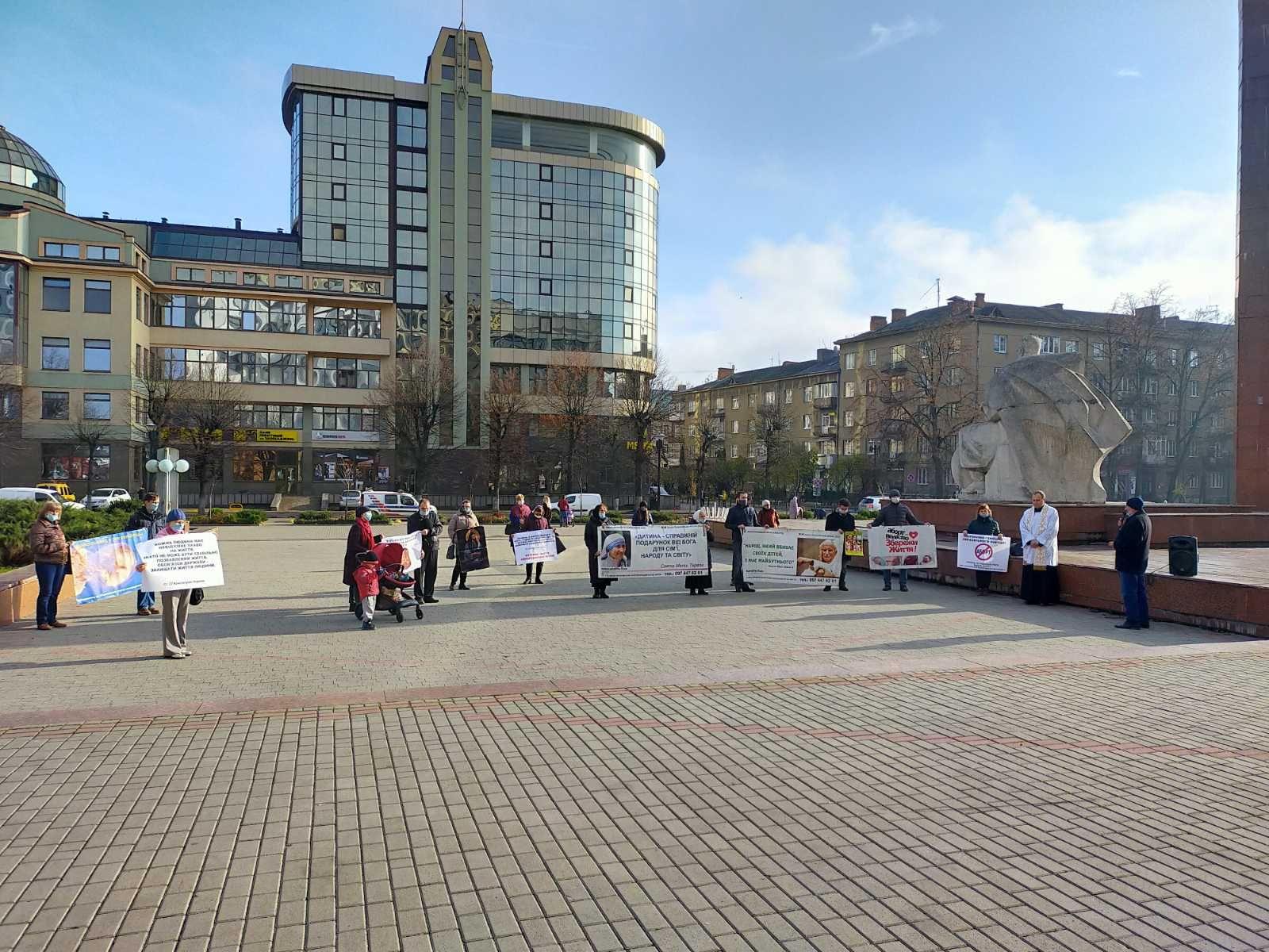 В Івано-Франківську провели молитовну акцію до століття легалізації абортів - фото 61955