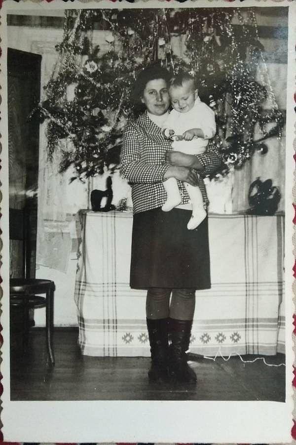 Майбутній владика на руках у мами
