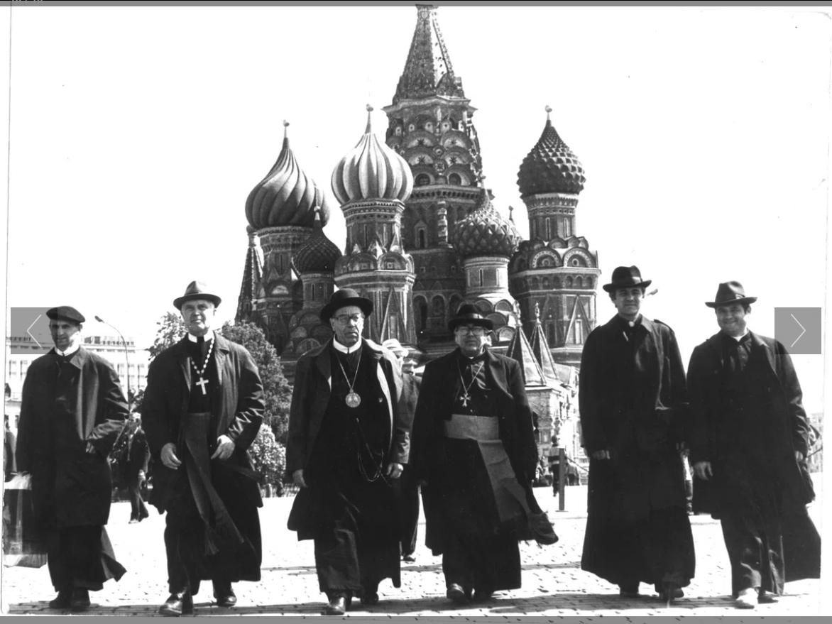 Українські католицькі єпископи на Красній площі в Москві, 1989 рік