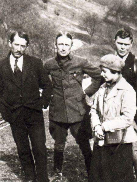 Андрій Мельник, Євген Коновалець, Іван Хоменко та Соломія Охримович на околиці Відня у 1921 році - фото 70541