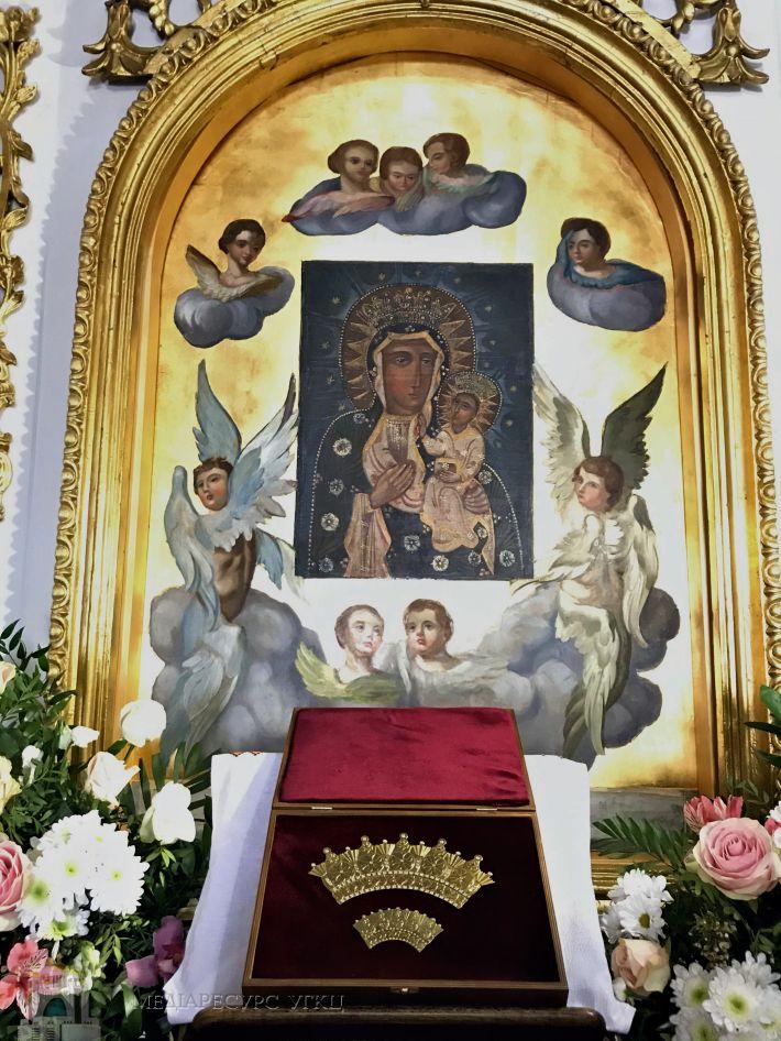 Глава УГКЦ відвідає Чернівецьку єпархію та коронує ікону - фото 72928
