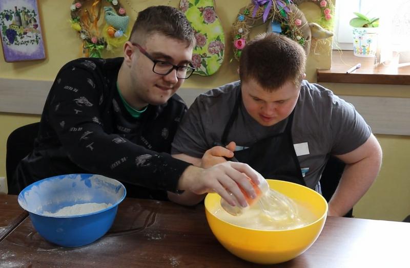 При монастирі в Івано-Франківську створюють робочі місця для людей із синдромом Дауна - фото 73256
