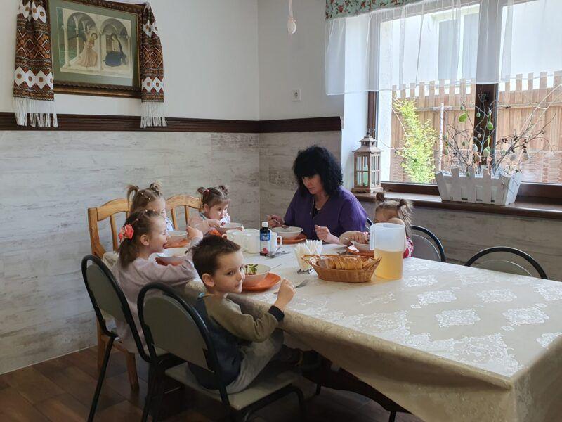 Містечко Милосердя: як Cестри Воплоченого Слова опікуються дітьми з кризових сімей (ФОТО) - фото 75357