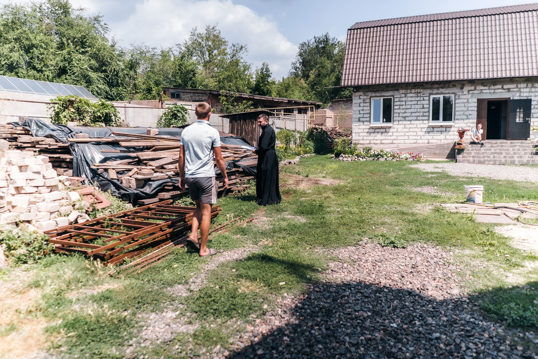 """Як """"батюшка"""" з Галичини у Кривому Розі будує """"Рідну хату"""" - фото 78671"""